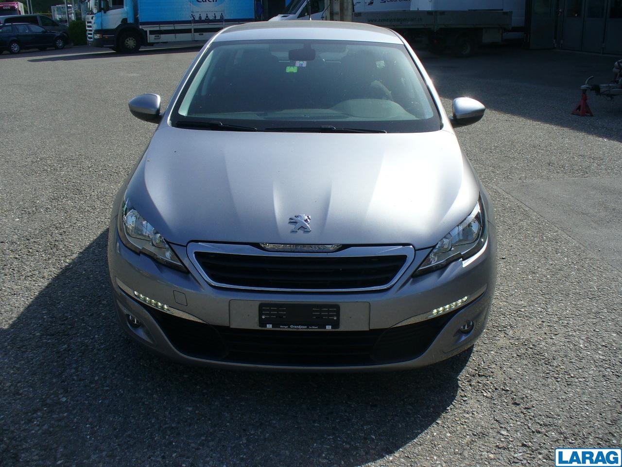 LARA4267_1016599 vehicle image