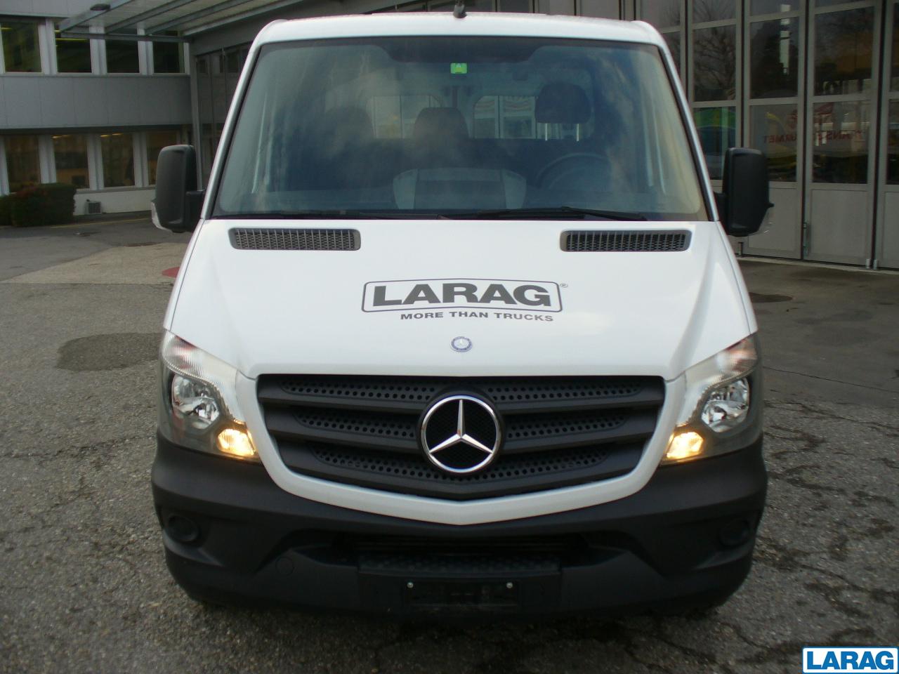 LARA4267_952924 vehicle image