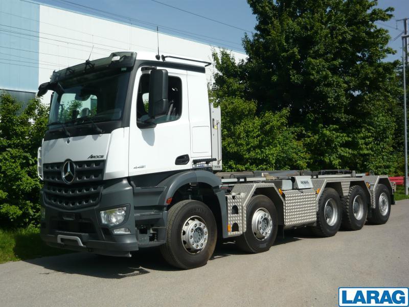 LARA4267_996429 vehicle image