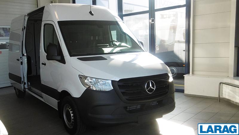 LARA4267_929111 vehicle image