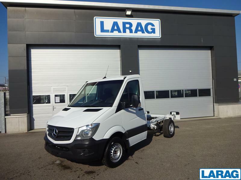 LARA4267_1197930 vehicle image