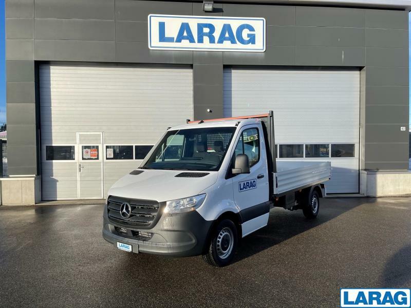 LARA4267_1341026 vehicle image
