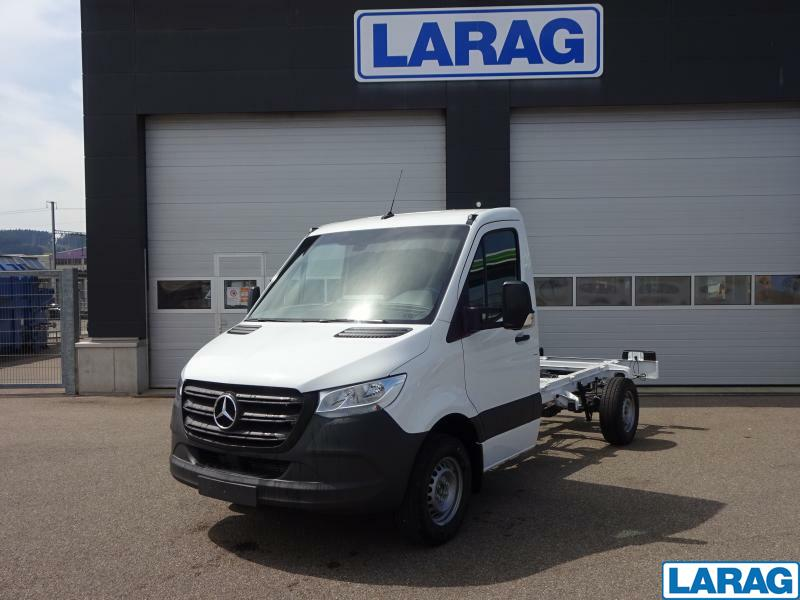 LARA4267_1401065 vehicle image