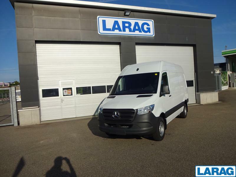 LARA4267_1401067 vehicle image