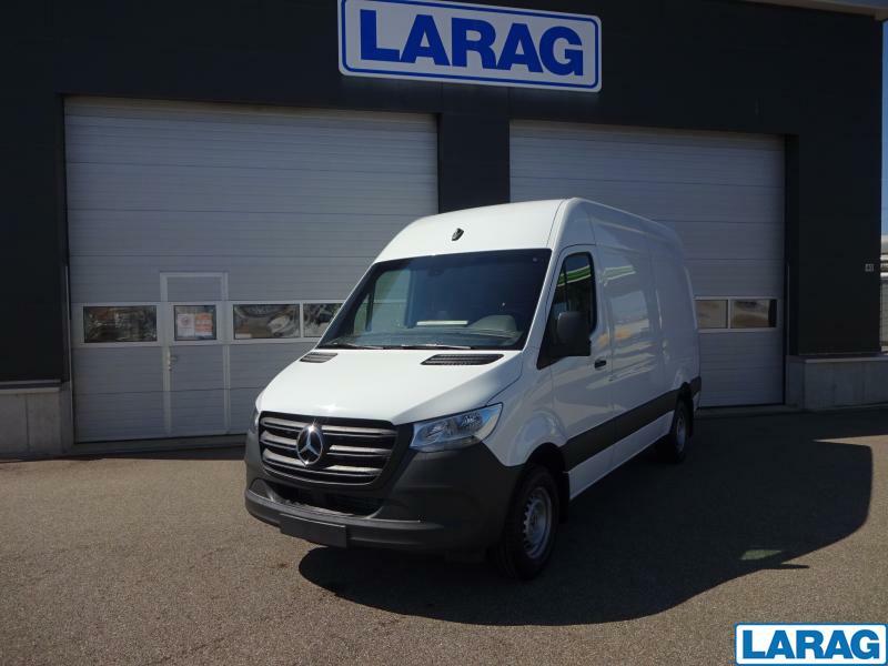 LARA4267_1401069 vehicle image