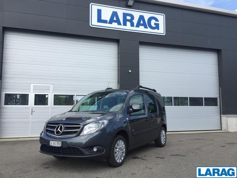 LARA4267_929075 vehicle image