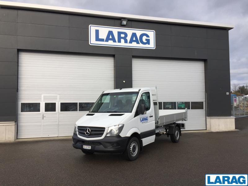LARA4267_953755 vehicle image