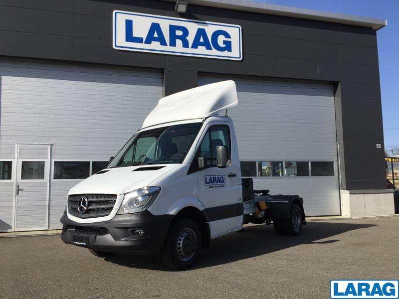 LARA4267_953767 vehicle image