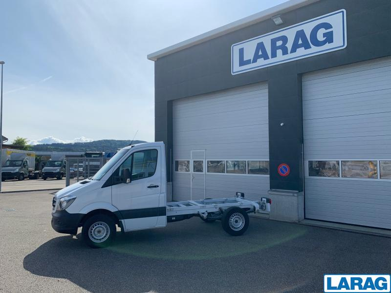 LARA4267_1073114 vehicle image