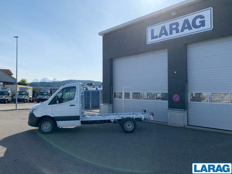 LARA4267_1073116 vehicle image